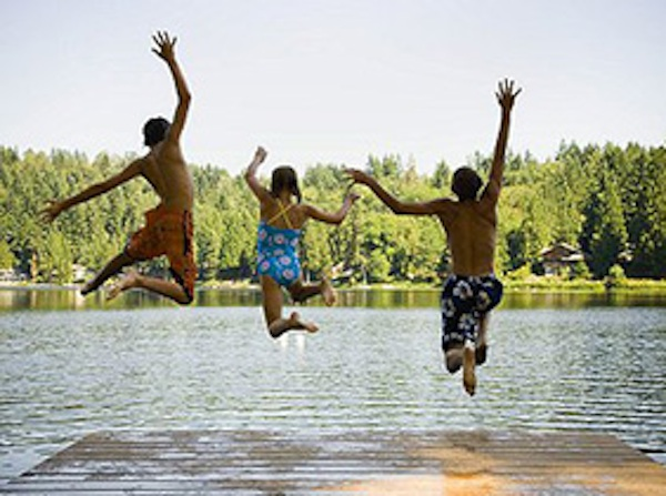 kids-jumping-into-lake11.jpg