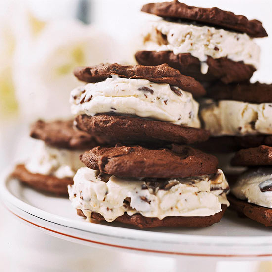 Chocolate Cookes N Cream Dunmore Candy Kitchen: Candy Bar Ice Cream Sandwiches
