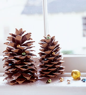 Holiday pinecone decorations family circle for Pine cone christmas ornaments crafts