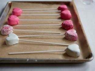 How To Make Valentine's Day Cake Pops