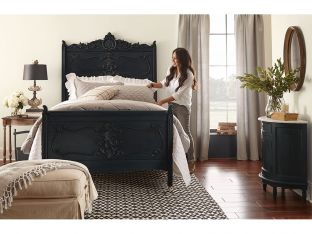 Joanna Gaines making the bed