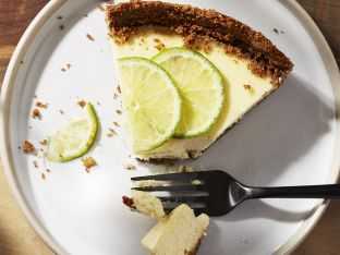 Lime-Gingersnap Cheesecake plate
