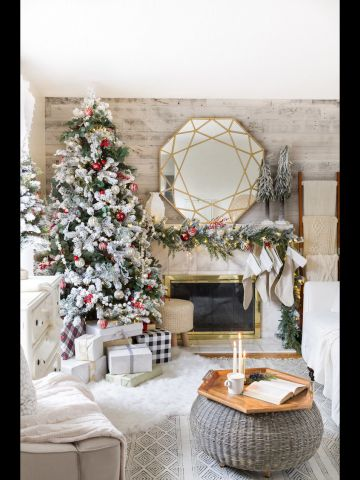 Classic Cozy Christmas Tree