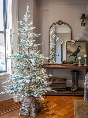 Simple Neutrals Christmas Tree