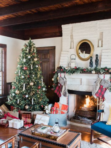 monica mangin tv host designer and diy blogger partnered with lowes to offer a seasonal home makeover to one lucky fan monica played up the vintage feel - Christmas Tv Decoration