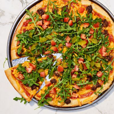 cheeseburger pizza with arugula