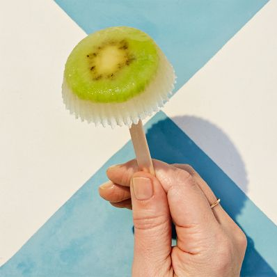 kiwi-pineapple frozen ice pops