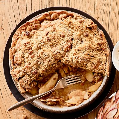 apple streusel pie with fork
