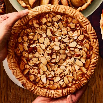 tart with apricots and almonds