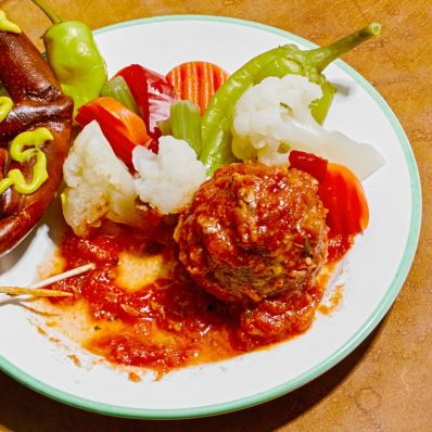beef marinara meatballs with vegetables