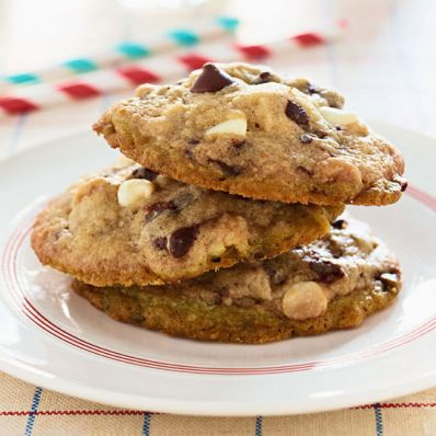 Mama Kaye's White and Dark Chocolate Chip Cookies