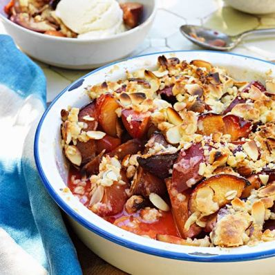 Easy Plum Crumble