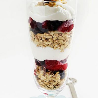 Granola, Yogurt & Berry Parfaits