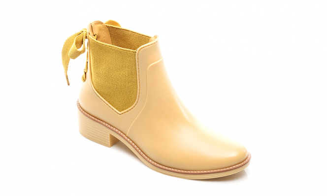 Bernardo yellow rainboots