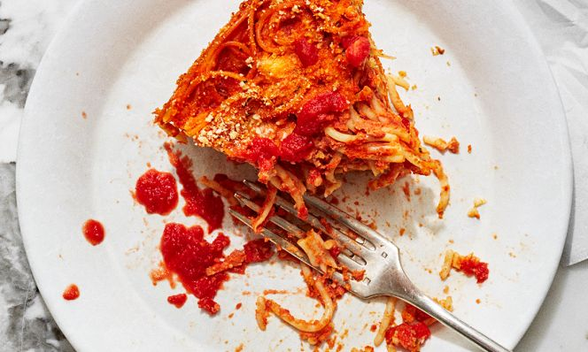 slow-cooker spaghetti pie with fork