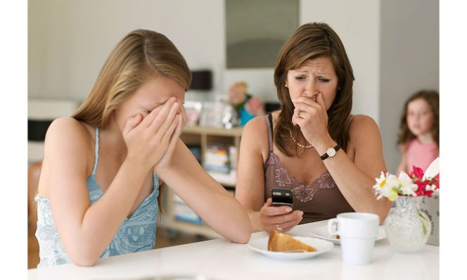 mother sees cyber bullying on cellphone