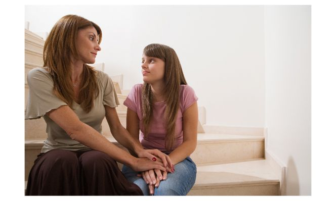 mom talking to teen daughter